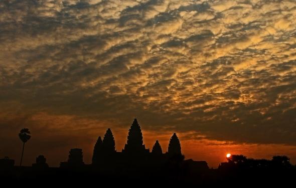 John Stanlake_01926673013_Angkor Dawn_02_Silhouette